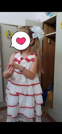 Платье нарядное 4-5 л