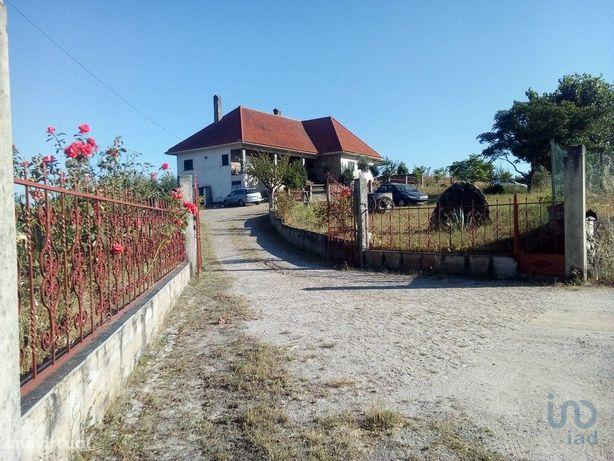 Moradia - 250 m² - T4