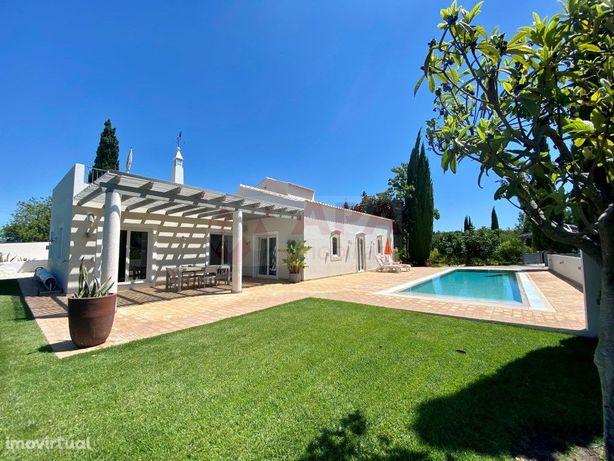 Moradia T3 + Anexo T1, com piscina perto de Almancil