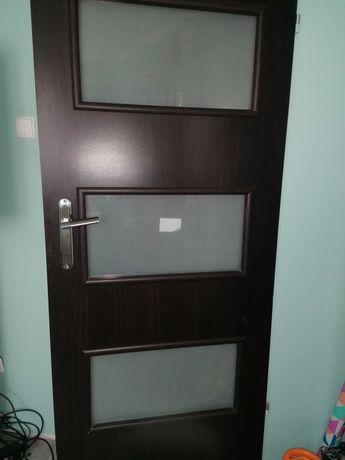 Skrzydla, drzwi prawe, 2 pokojowe, 1 lazienkowe 80 cm