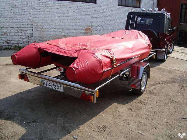 надувная лодка на лафете.