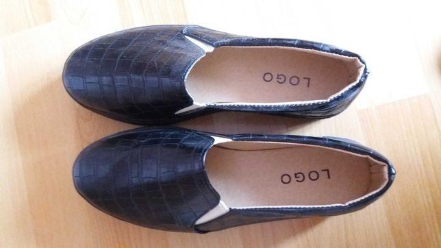 Buty, półbuty czarne wsuwane. Eleganckie. Koturna. Rozm. 38.