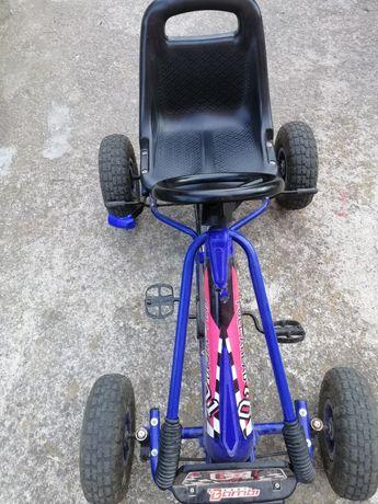 Машинка на педалях