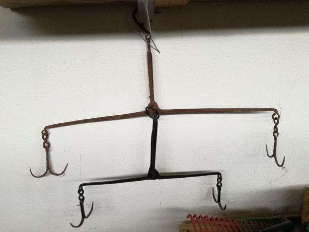 Balanças antigas em ferro