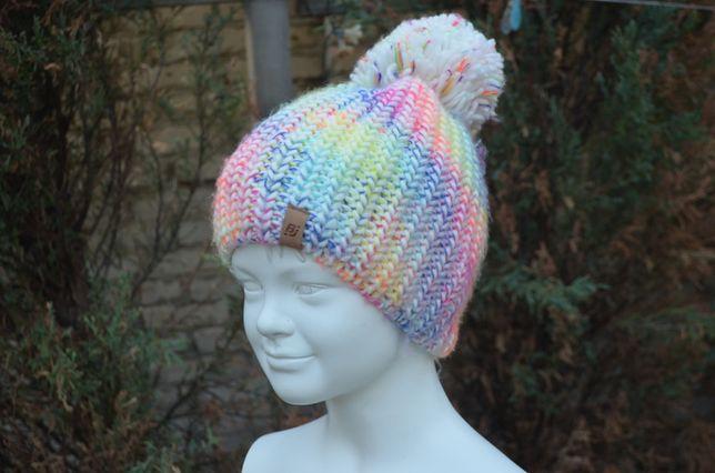 Зимняя радужная шапочка для девочки