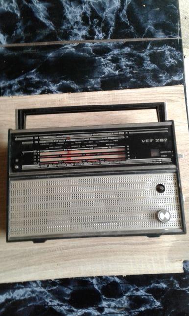Советский радиоприемник VEF-202