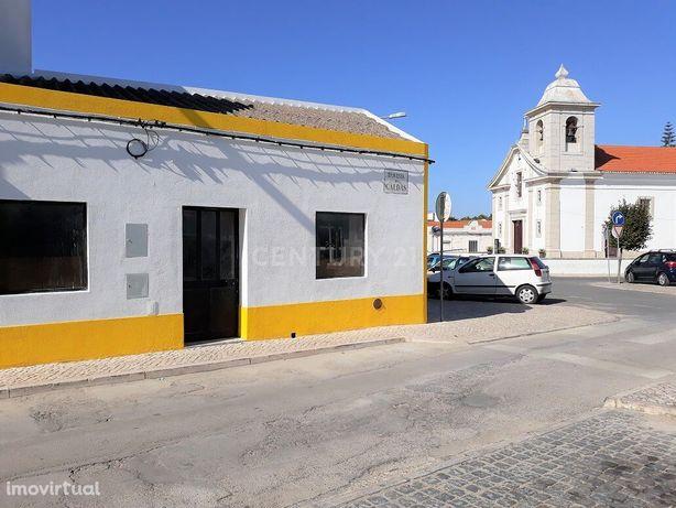 Garagem / Armazém / Loja no Centro do Samouco / Montijo