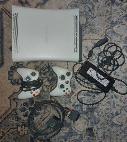 Konsola Xbox 360 arcade dysk 60gb 2 pady