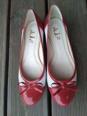 Buty z kokardkami nowe skóra 37