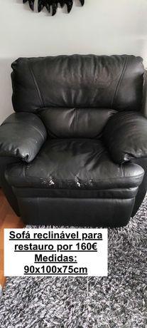 Sofá reclinavel a precisar de restauro
