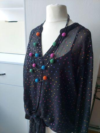 Блуза и украшение комплектом