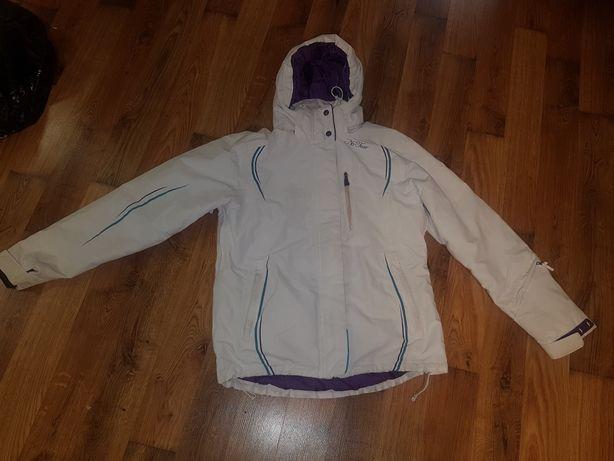Лыжная куртка для девушки