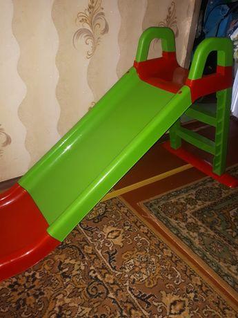Горка для катания детей