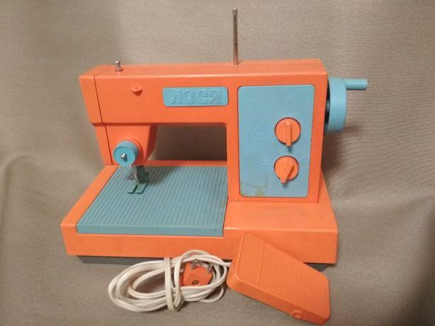 Швейная машинка Леся
