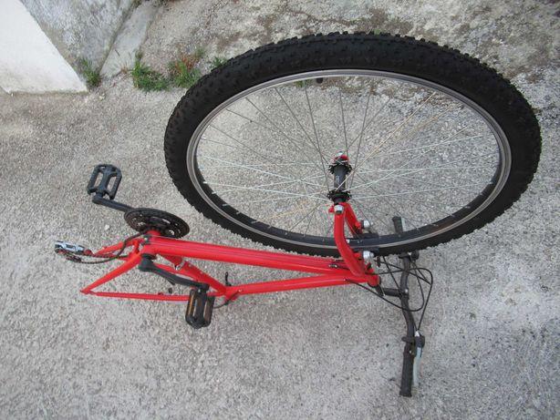Bicicleta montanha para peças: quadro, roda, pneu, pedais, travão...
