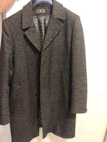 Продам мужское пальто (54р.)