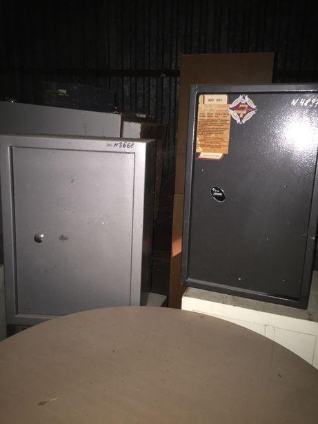 Продам металлические сейфы