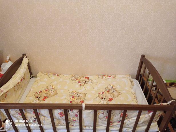 Кроватка вместе с постельным и балдахином Троещина
