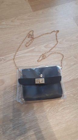 Elegancka, nowa czarna torebka na złotym łańcuszku