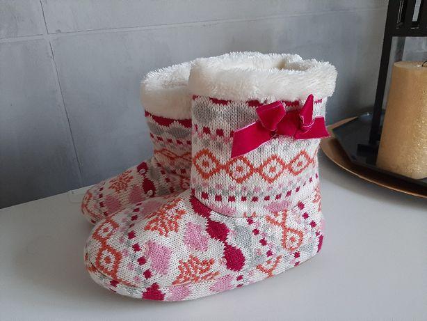 Ciepłe pantofle nowe 32