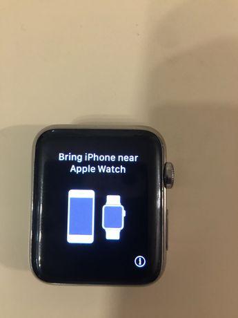 Zegarek smartwatch Apple 42 mm, metalowa koperta