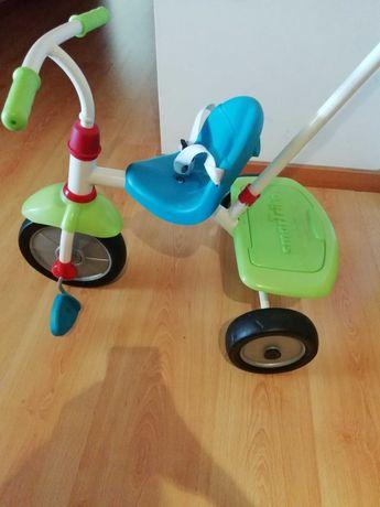 Carrinho triciclo infantil