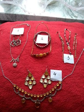Biżuteria kolczyki wisiorki i bransoletki