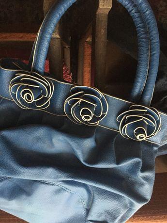 Torebka niebieska z imitacją kwiatków