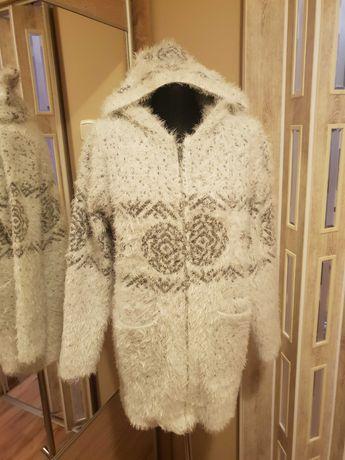 Grube rozpinane swetry.