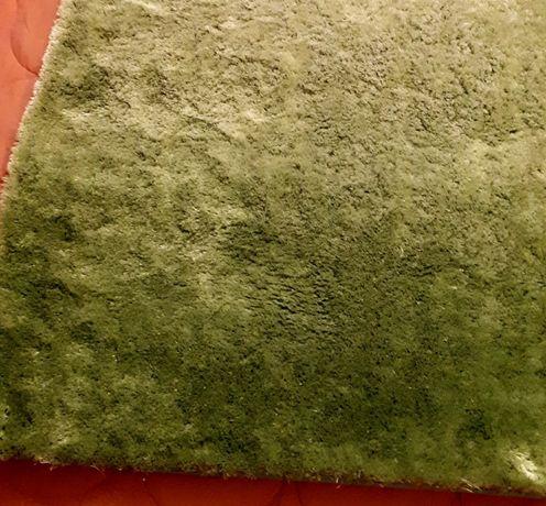 vendo tapete verde alface como novo