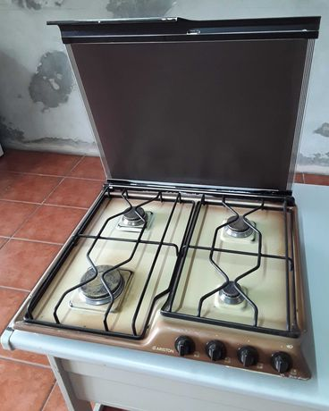 Placa de fogão a gás com tampa