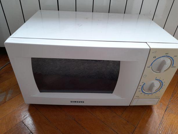 Sprzedam Używana kuchenka mikrofalowa Samsung