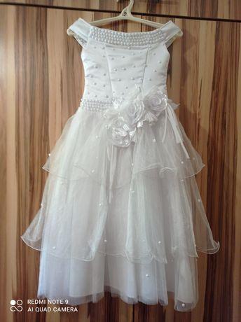 Новое нарядное платье срочно  для девочки с 8-10лет,