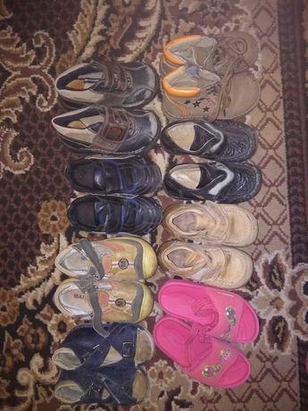 Дитяче взуття пакетом