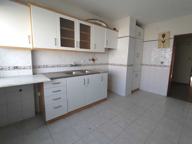 Apartamento T2 Carregado - Urb.Barrada