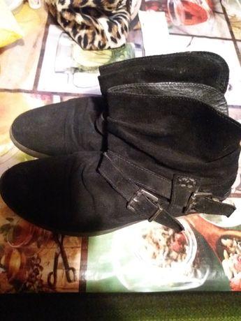 продам ботинки осенние 39 размер