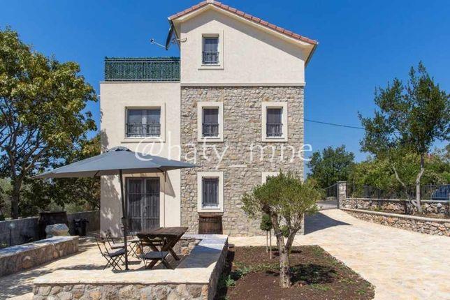 Черногория, Качественный меблированный дом с видом на море на Луштице
