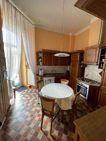 Mieszkanie 4 pok, pierwsze piętro, w kamienicy przy placu Kościuszki