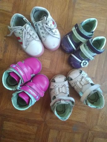 Дитяче взуття, кросівки, босоніжки, туфлі, ботиночки