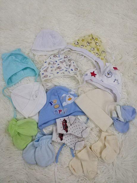 Дитячий одяг, шапочки, носочки, царапки.