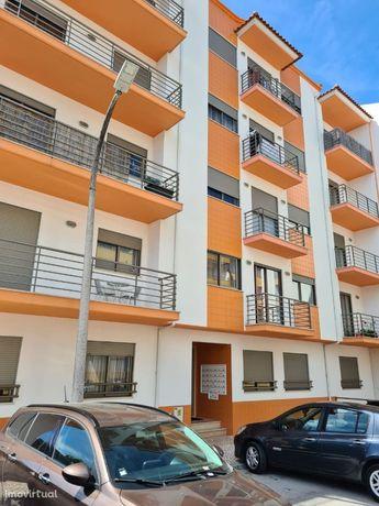 T0 - Apartamento recente, localizado em zona calma.