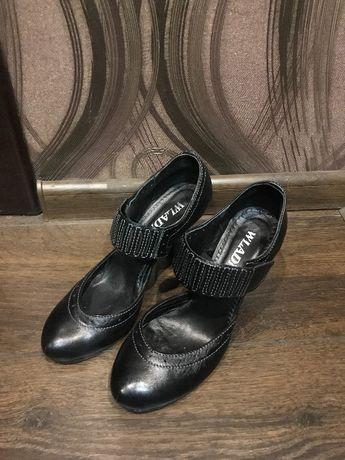 Жіночі шкіряні туфлі, 38 розмір
