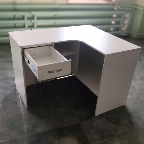 Белый угловой стол администратора, столешница ресепшн, стойка продавца