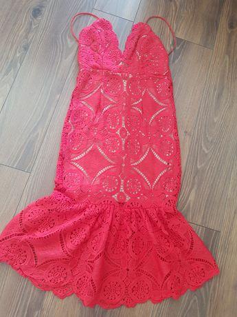 Sukienka czerwona ażurowa,koronką Triangle Love s 36 falbana