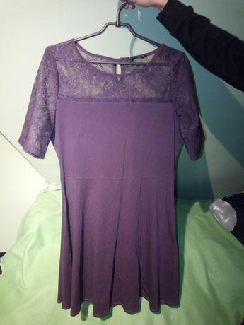 Fioletowa sukienka z koronką