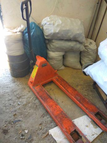 Складская тележка Рокла грузоподъемностью 2,5 тонны.