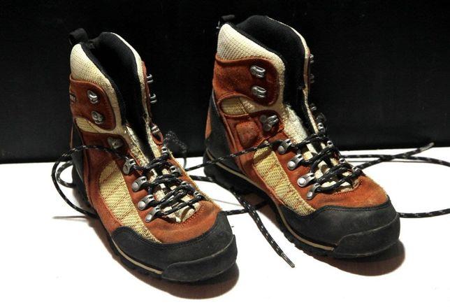 Трекінгові черевики McKinley