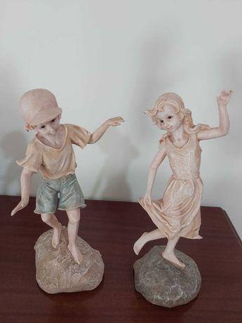 Estatuetas Menino e Menina Marfinite