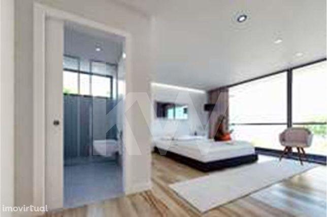 Magnífico apartamento tipologia T2 com garagem no Vale das Flores (NOV