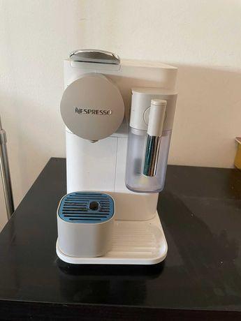Máquina de Café Delonghi Nespresso Lattissima One Evo Branca